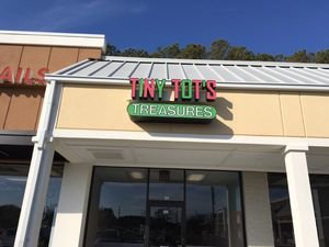 LIGHT UP STORE FRONT SIGN for Sale in Chesapeake, VA
