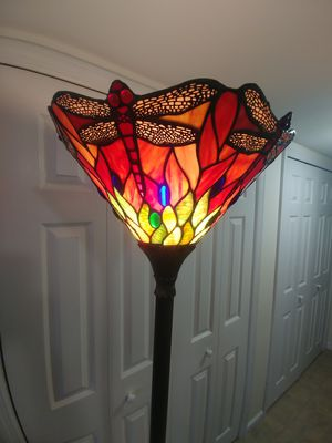 BEAUTIFUL DALE TIFFANY FLOOR LAMP for Sale in The Bronx, NY