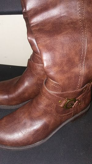 BROWN LEATHER GUESS BOOTS SIZE 8 NEVER WORN for Sale in Chicago, IL