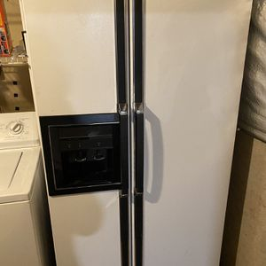 Kenmore Freezer And Fridge, Lights And Cooling Work Perfect for Sale in Sterling, VA