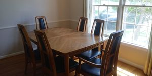 Gorgeous wooden mid century dining room table and chairs for Sale in Aspen Hill, MD