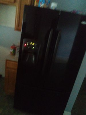 Refrigerator and microwave for Sale in Jacksonville, FL