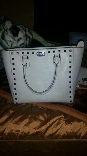 Grey Michael kors purse for Sale in Las Vegas, NV