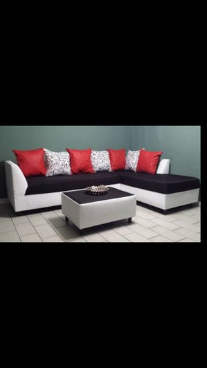 Sectional with ottoman different colors new for Sale in Miami, FL