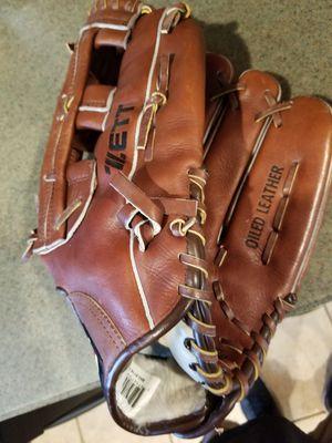 """13.25"""" Zett softball baseball glove broken in for Sale in Bellflower, CA"""