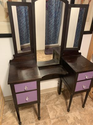 Vanity with mirror set for Sale in Federal Way, WA