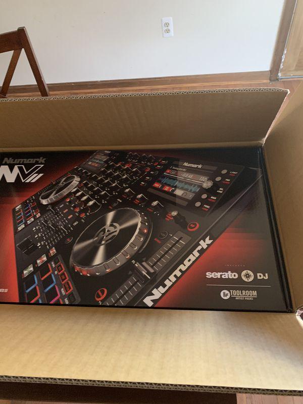 Numark NVII Dual Display USB DJ Controller w/ Audio Interface *Brand New - Still In Box*