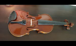 Full Violin in great condition, with bow, shoulder rest, and case for Sale in Seattle, WA