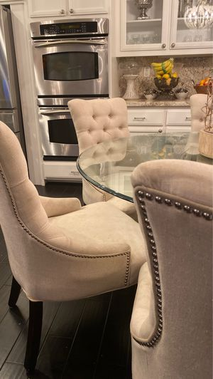 6 Macy's dining room chairs for Sale in Tracy, CA