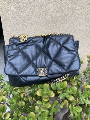 CC QUILTED BAG BLACK CHANEL19 purse for Sale in Beverly Hills, CA