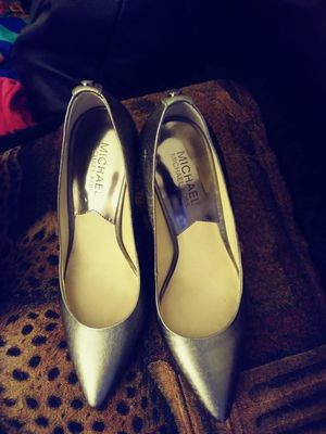 Ladies like new Michael Kors pumps sz 6 .5 for Sale in Fayetteville, NC