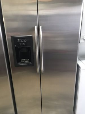 """GE stainless steel refrigerator 36"""" Wide 69"""" Tall in excellent condition plus 6 months warranty. Delivery service available. Hablamos español for Sale in Pompano Beach, FL"""