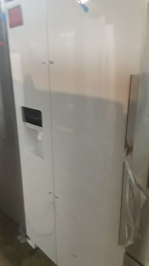 Whirlpool side by side refrigerator brand new scratch and dent for Sale in Baltimore, MD