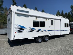 2005 weekend warrior toy hauler. fuel station generator fully loaded for Sale in Puyallup, WA