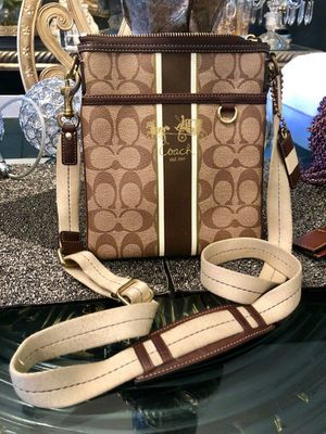 AUTHENTIC COACH CROSSBODY SIGNATURE BAG WITH VARSITY STRIPES for Sale in Miami, FL