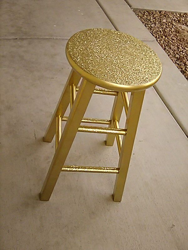 Beauty bar stool