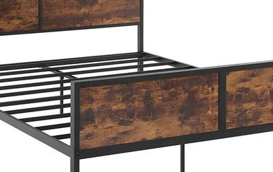 Metal/ Wood Bed Frame for Sale in Hillsborough,  CA