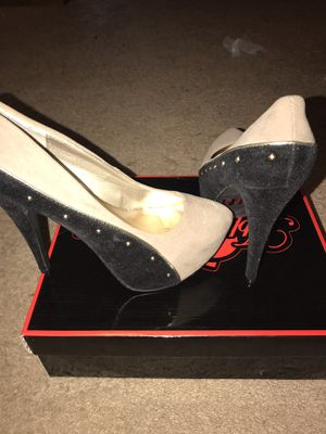 Size 8 6 inches hi heel pumps color tope with gold rhinestones for Sale in Columbus, OH