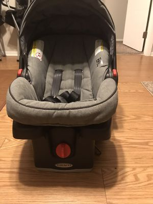 Graco Snugride click connect infant car seat with base for Sale in Safety Harbor, FL