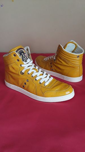 Men's Authentic Gucci Bright Yellow White Size 11 for Sale in Marietta, GA