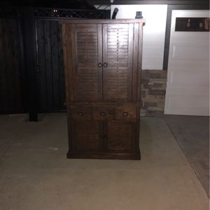6ft Tall X 40 In Wide Amorie for Sale in Ladera Ranch, CA