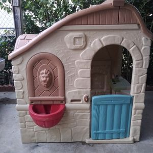 Step 2 Kids Play house nice and cleanl for Sale in Fontana, CA