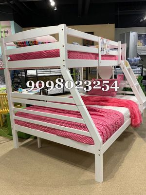TWIN/FULL BUNK BEDS W MATTRESSES INCLUDED. for Sale in Corona, CA