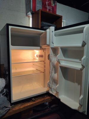 Frigidaire small fridge. for Sale in Safety Harbor, FL