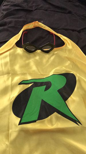 Dc collectibles Robin cape and glasses for Sale in PA, US