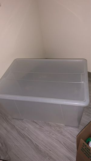 XL plastic storage container with wheels for Sale in Peoria, AZ