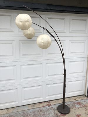 Floor lamp with 3 lanterns for Sale in Los Angeles, CA