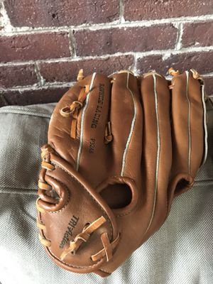 Baseball glove for Sale in Auburn, MA