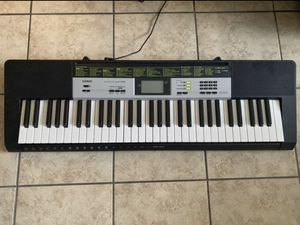 Keyboard ( plays piano and hundreds more tunes ) for Sale in Fort Worth, TX