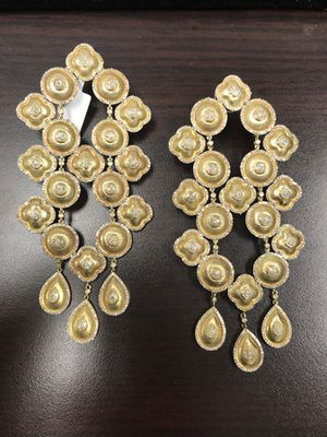 Very large Earrings with diamonds and gold for Sale in New York, NY