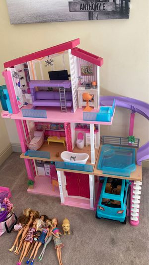 Barbie house set with vehicle, 10 Barbie dolls one is a male , 1 teenager and a newborn baby for Sale in Colton, CA