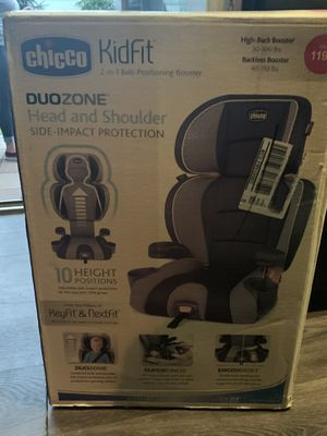 Chicco KidFit Booster Seat for Sale in Levittown, PA