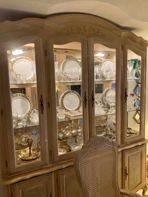 Dining room set. China Cabinet and Table w 6 chairs & leaf for Sale in Lake Worth, FL