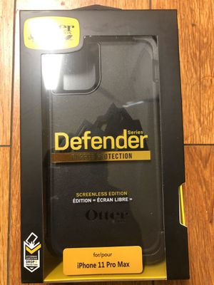 Iphone 11 pro max otter box defender for Sale in Oakland, CA