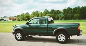 2002 Toyota tacoma Low miles for Sale in Miami, FL
