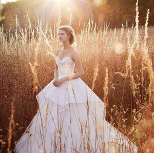 JIM HJELM BY HAYLEY PAIGE Wedding dress size 6 for size 4 for Sale in Sausalito, CA