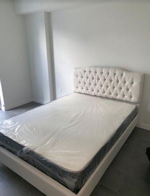 Queen bed frame with mattress (cama con colchón) for Sale in Miami, FL