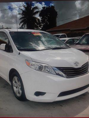 2014 Toyota Sienna Minivan for Sale in Miami, FL