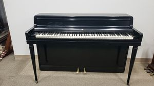 Upright piano free delivery for Sale in Los Angeles, CA