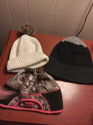 3 winter hats(2 womens and 1 men) for Sale in Cleburne, TX
