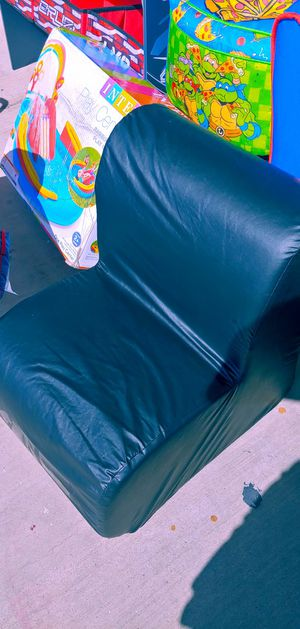 Toddlers black leather like bum chair $14.99 for Sale in Phoenix, AZ