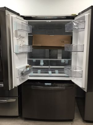 New LG REFRIGERATOR - 3-French Door 28 cu.ft. $1550 for Sale in Buena Park, CA