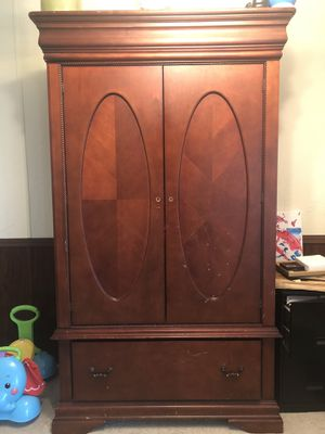 Armoire for Sale in Byron, GA