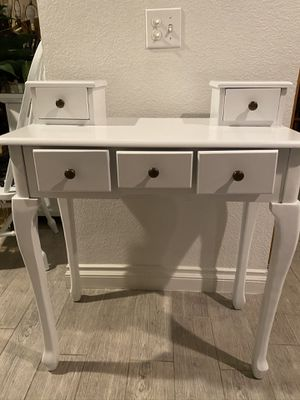 Vanity/ small desk for Sale in Rancho Cucamonga, CA
