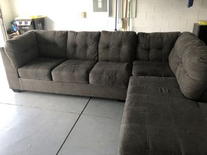 Section gray couch for Sale in Kissimmee, FL