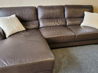 Excellent Leather Sectional Couch for Sale in Renton,  WA